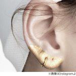 【画像】 耳たぶや耳の輪郭にメタリックな化粧を施す「耳メイク」が話題にwwwwww