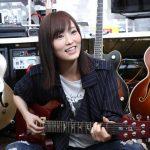 """【画像】さや姉、ギターと熱愛中!小5から集めた""""恋人""""は10本wwwwwwww"""