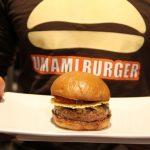 【画像】米高級バーガー店「UMAMI BURGER」日本1号店が3月24日にオープンwwwwww
