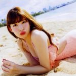 【衝撃】小嶋陽菜がIT社長と熱愛!人前でキスをしイチャつきまくるwwwwwwwwwww