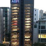 【画像】世の中の1%の金持ちの為の高級車の自販機が話題!www お前らは勿論1%だよな?