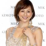 米倉涼子の美しすぎる胸の谷間wwwwwww