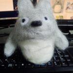 【画像】羊毛フェルトでトトロ作ったから感想くれwwwwwww