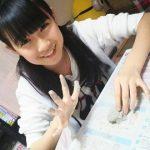 HKT48今村麻莉愛ちゃん(14歳)が自宅の聖教新聞をアップロード→心ない5ちゃんねるのコメントに病む