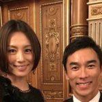 【画像】佐藤琢磨さん、米倉涼子さんのお●ぱいに肩で触れるwwwwwwwwwwww