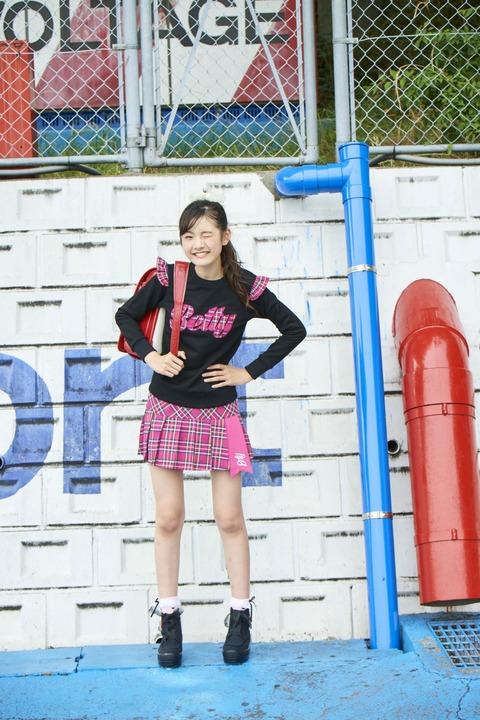 スタイルのいい女子小学生のランドセル姿🎒(※画像あり)