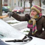 【必見】車のフロントガラスから霜を素早く取る方法がコチラwwwwwww