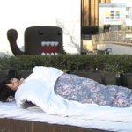 渋谷の路上で寝ている美女が見つかる