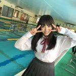 【画像あり】奈子ちゃんが制服のままプールに飛び込む!