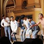 とにかく明るい安村、韓流アイドルファンから「セクハラ」と非難受ける