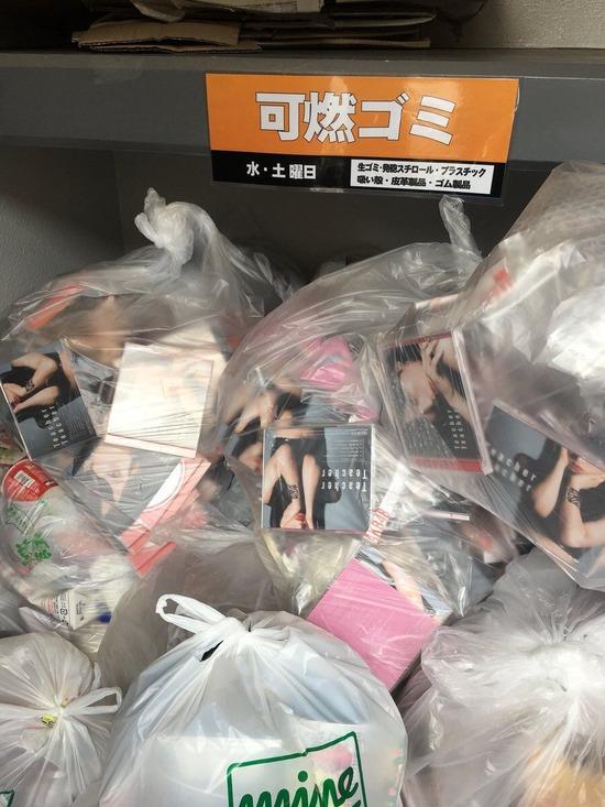 【画像】今日1日で258万枚の売上を記録したAKB48のCD、早速捨てられてしまうwwwww