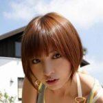 【画像】篠田麻里子の挑発的な胸チラがいくらなんでもエッチすぎるwwwwwwwwww