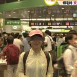 【画像】新宿駅中継に謎の人物!?TV各局の台風中継に夕方~夜中まで執拗に映りこむwwwwww