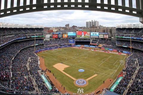 【画像】アメリカ特有の野球スタジアムでするサッカーwwwwwwwwwww
