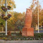 【悲報】セルビアのフクロウの像、「男性器に見える」と市民団体が抗議 (※画像あり)
