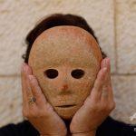 【悲報】石仮面が発見されてしまう