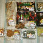 【画像】スーパーで半額の惣菜大量に買ってきたwww