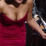 【動画】爆乳を揺らしまくるピアニストが発見される!