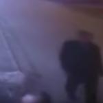 【衝撃映像】タイムトラベラーか?ある男性が事故を未然に防いだ瞬間が撮影され話題に!