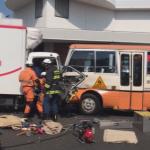 【画像】幼稚園バス、トラックと正面衝突し8人搬送・・・