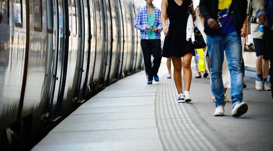 【悲報】通勤電車の乗換回数が東京は多く、大阪は少ないという結果wwwwwwwwwwww