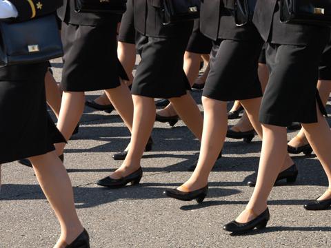 スーツ姿の女子大生や制服姿の女子社員の履いてる黒い靴に興奮する (※画像あり)