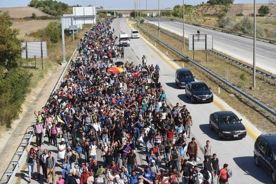 【悲報】ドイツ、『自称難民の犯罪者』強制送還を開始した件wwwwwwww