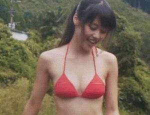 【GIF画像】有村架純、水着姿でお●ぱいをプルプル揺らすwwwwwwwwwwwww