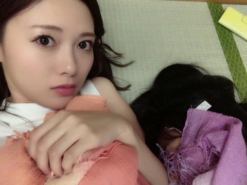 【速報】乃木坂新人・大園桃子、白石麻衣やんの胸で寝るwwwwww (※画像あり)