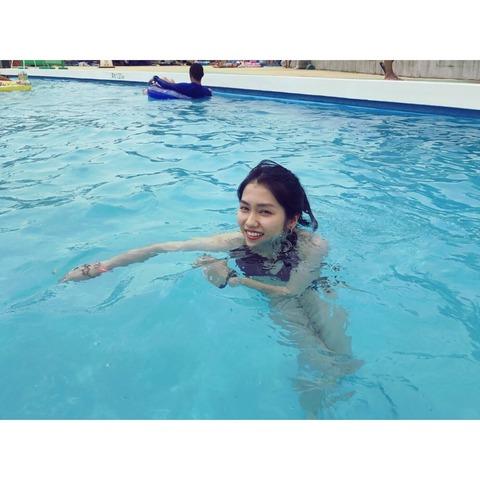 田野ちゃんの水着姿でのなんともいえない表情wwwwwwwwww