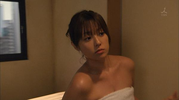 【朗報】深田恭子、全裸シャワーで巨乳がブルン!!!!