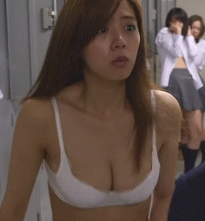 【GIF画像】池田エライザの乳揺れって永遠に見てられるよなwwwwwwwwww