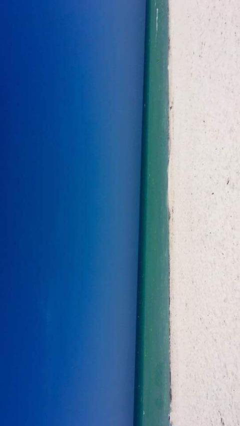 【画像】これは「ドア」に見えるか「ビーチ」に見えるか?